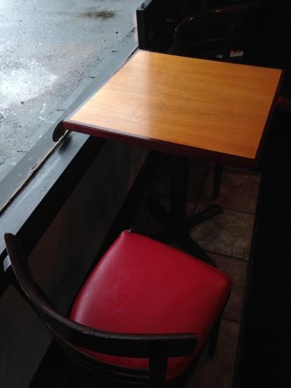 Speedboat Coffee, Seating